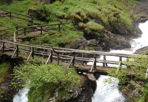 Il baito dei pastori sopra le cascate di Saént